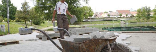 Folytatódik a Balokány-liget szépítése, most a burkolatot cserélik (Pécsma.hu)